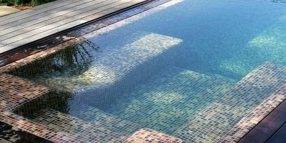 Swimming pool featuring the Riverstone mosaic from the Zen collection by Ezarri
