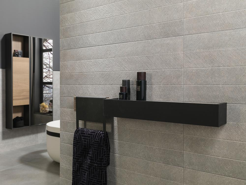 Bathroom featuring the Spiga Bottega Acero by Porcelanosa on the wall
